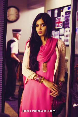 Diana penty in redu pink suit in cocktail - Diana penty in Red suit in Cocktail movie