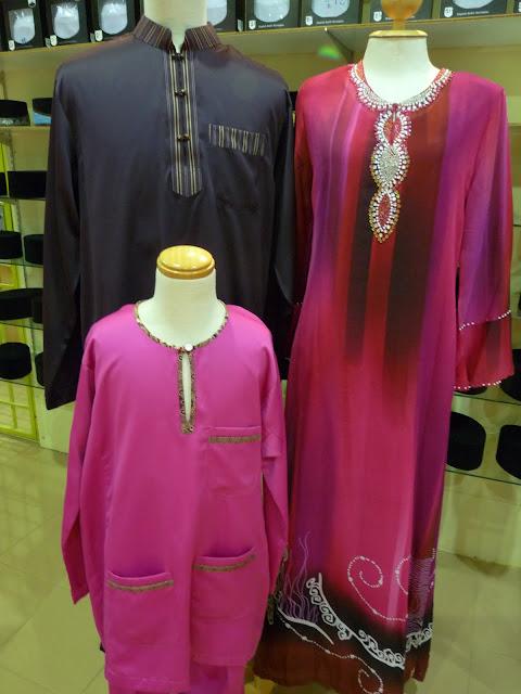 Pakaian sekeluarga set warna merah ungu dan ungu gelap