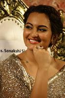Sonakshi Sinha at Linga audio 011.jpg