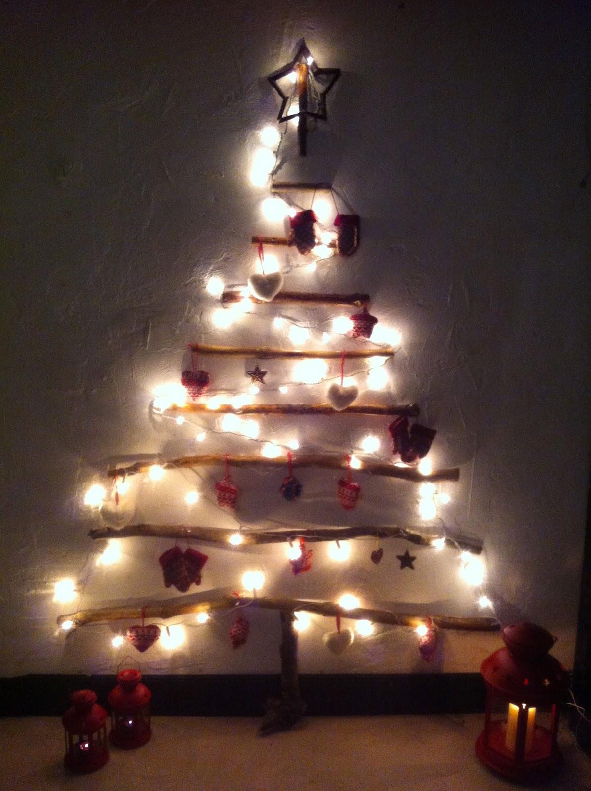 Icono interiorismo arboles de navidad hechos con ramas secas - Arbol de navidad hecho de luces ...
