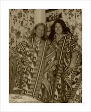 Sandra y yo con los ponchos andinos