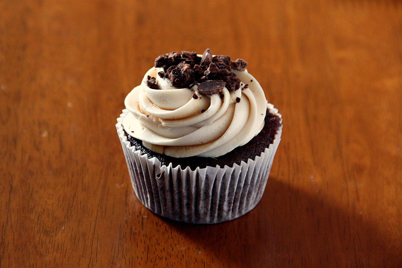 Art of Dessert: Chocolate Espresso Cupcakes with Kahlua Cream Cheese ...