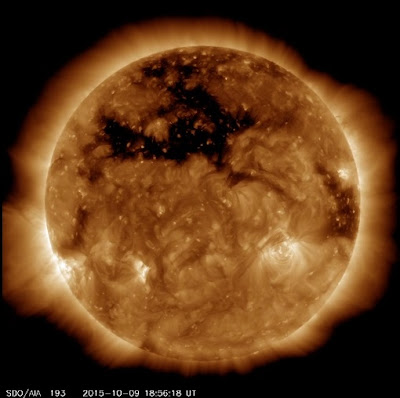 http://sdo.gsfc.nasa.gov/assets/gallery/movies/coronal_hole193_Oct_sm.mp4