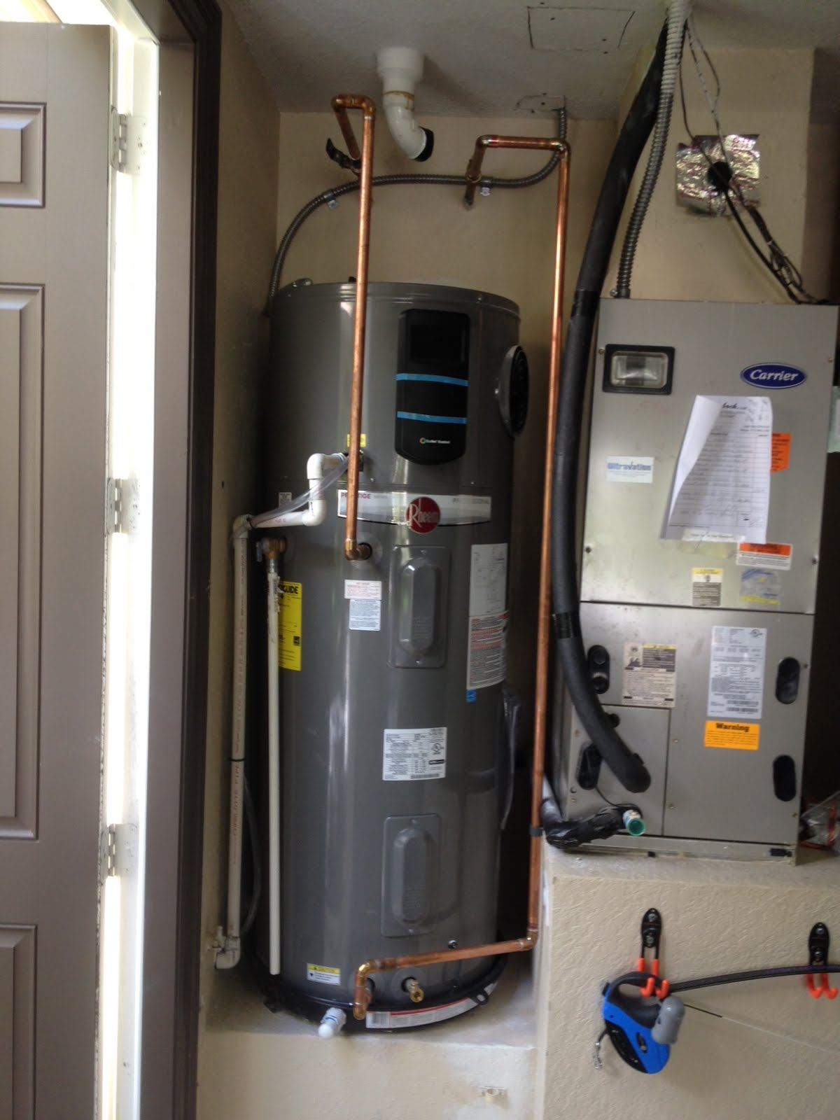 Hybrid Water Heater Vs Tankless Advantages Of Hybrid Electric Hot Water Heater Versus Natural Gas