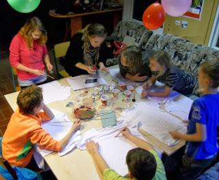 http://3.bp.blogspot.com/-cLtsY-L1iXU/UrlXOfYBVaI/AAAAAAAAAY8/Ii28mPYrxTE/s1600/IMPREINT+Save+me.+workshop+Germany+%281%29.JPG