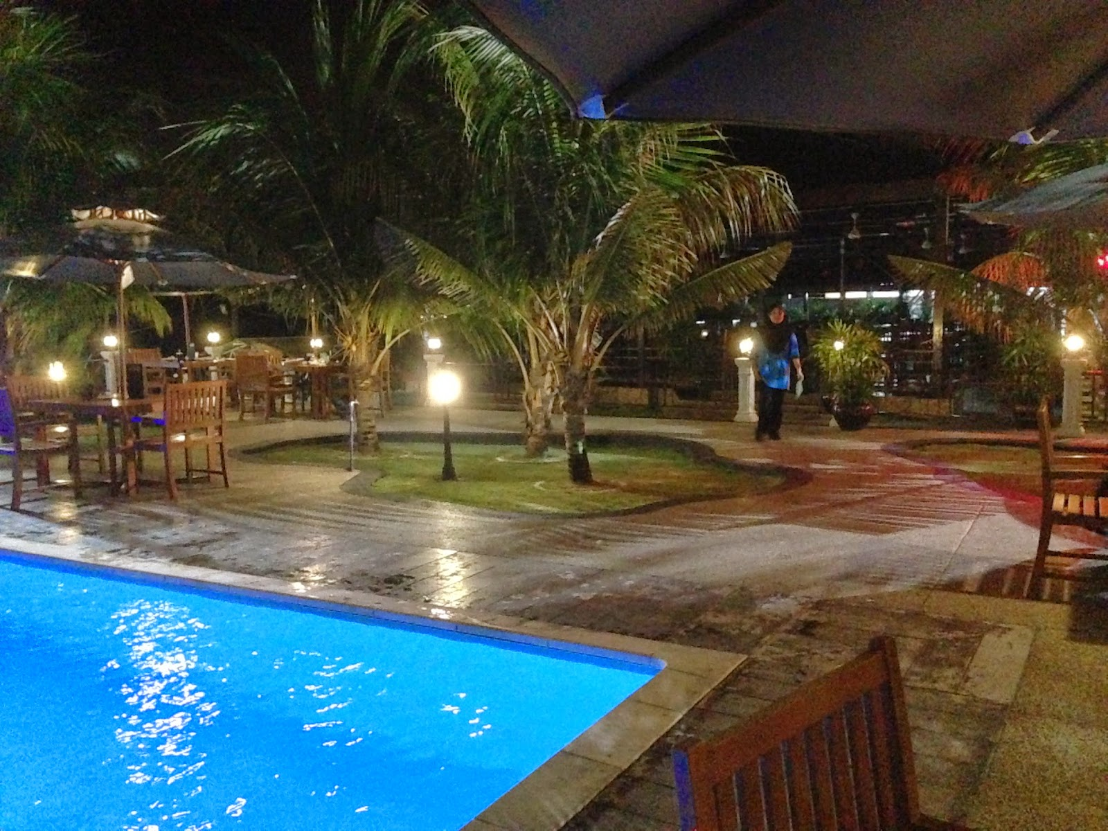 Puncak Mutiara Cafe dinner by the pool