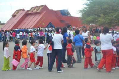 Asistencia masiva de niños y jóvenes a museo Tumbas Reales de Sipán de Lambayeque.