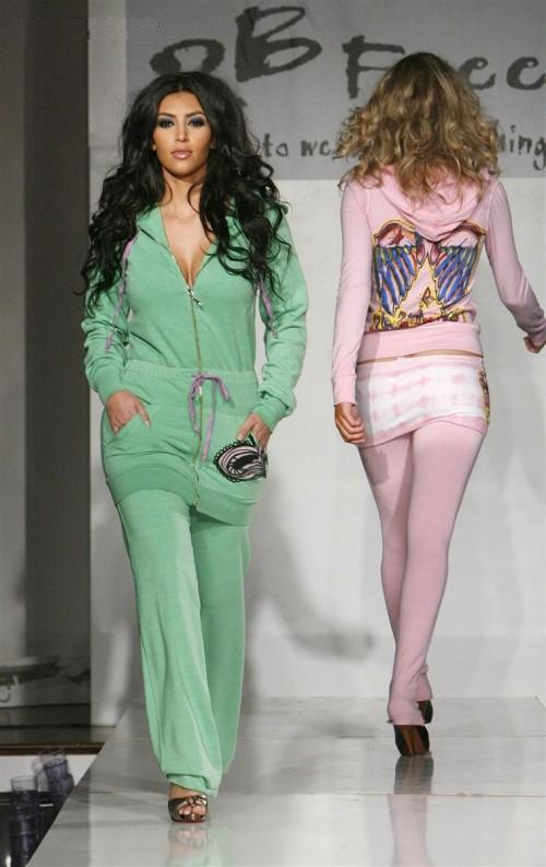 http://3.bp.blogspot.com/-cMpuHWO6U88/Te2tNNRH9uI/AAAAAAAAEK8/sTP2amaRgGg/s1600/Kim_Kardashian_on_the_Ramp%2B%25287%2529.jpg