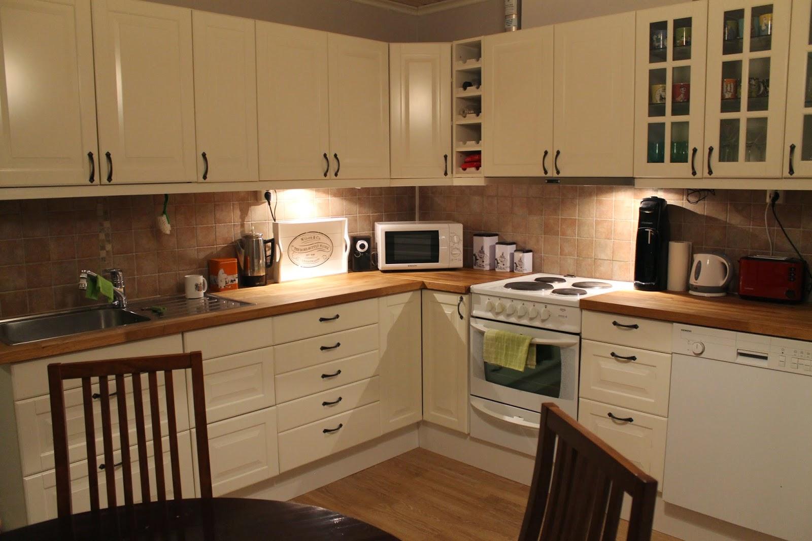 Kotoilua tiilitalossa Kaakelikatastrofi keittiössä