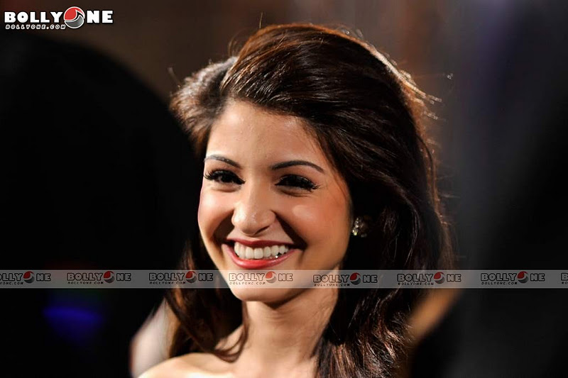 Anushka Sharma, Ranveer at Ladies VS Ricky Bahl premiere Dubai Film Festival