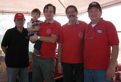 Ricardo Luna, Lucas no colo de Jean Tosetto, Romeu Nardini e Ricardo Oppi.