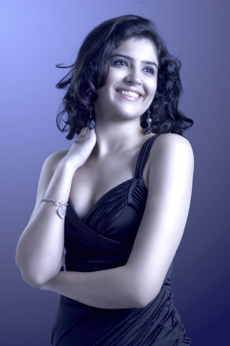latest hollywood bollywood: deeksha seth hot images, hot deeksha