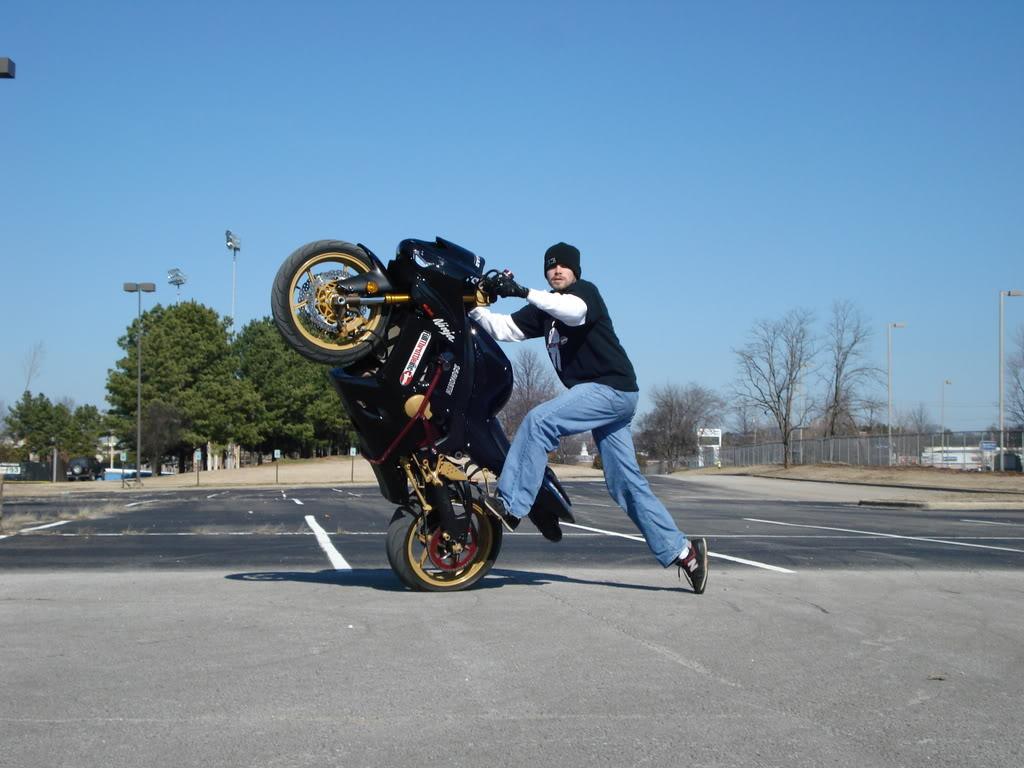 http://3.bp.blogspot.com/-cNhOlojt2lY/UGrdv1LNQpI/AAAAAAAAO30/6HKe--fkC7E/s1600/stunt-yamaha-bike-top-super-bikes-108347.jpg