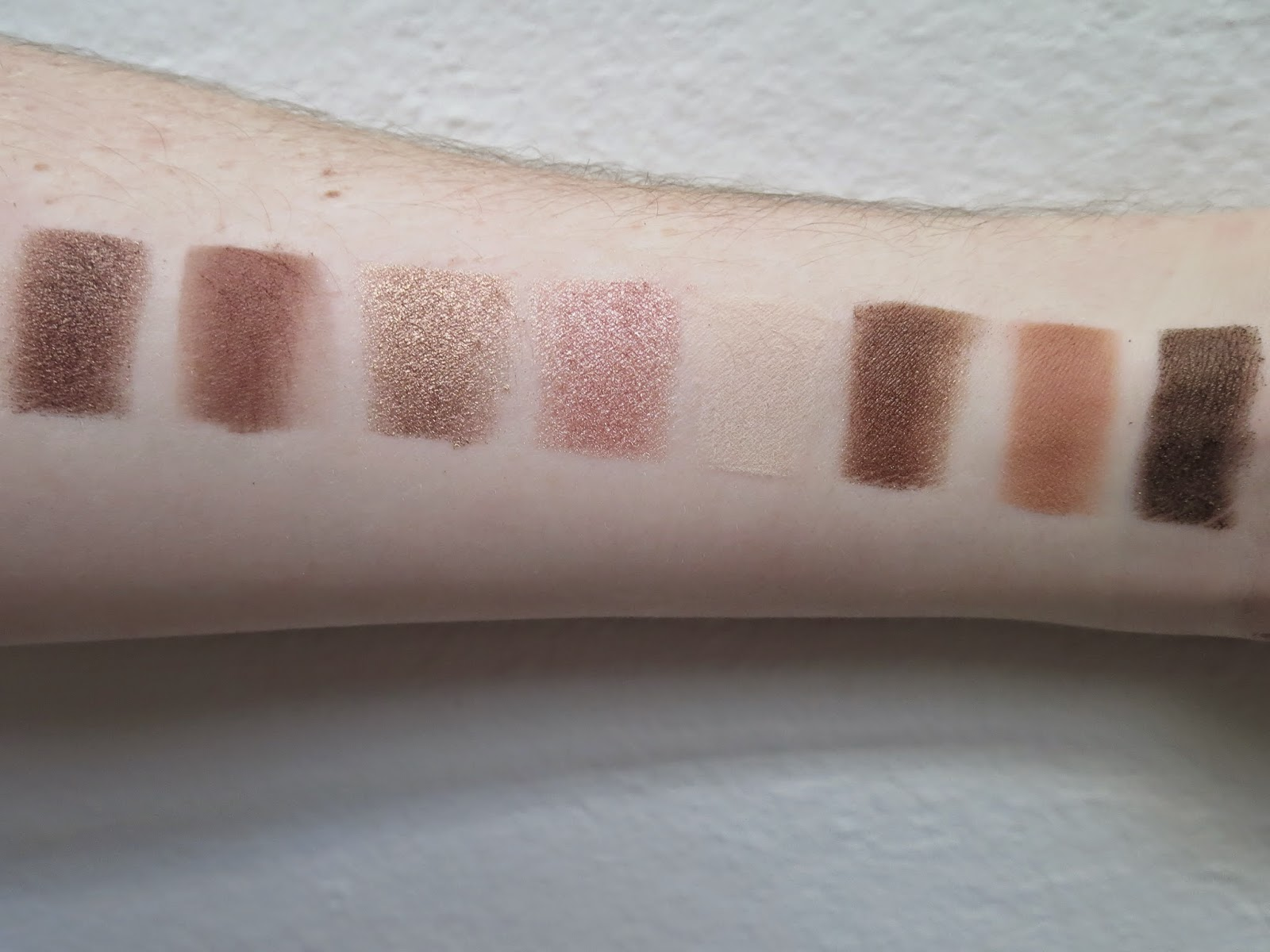a picture of Too Faced Chocolate Bar ; Haute Chocolate, Semi-Sweet, Creme Brulee, Marzipan, White Chocolate, Hazelnut, Salted Caramel, Gilded Ganache (swatch)