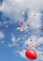 soltar globos de helio en una boda
