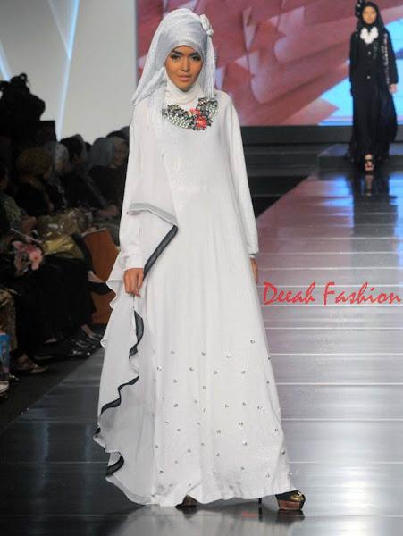 Busana Muslim Warna Putih Untuk Hari Lebaran