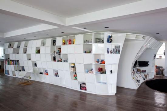 eingebautes Regal - organische Konstruktion des Triptyche Studios aus Brasilien