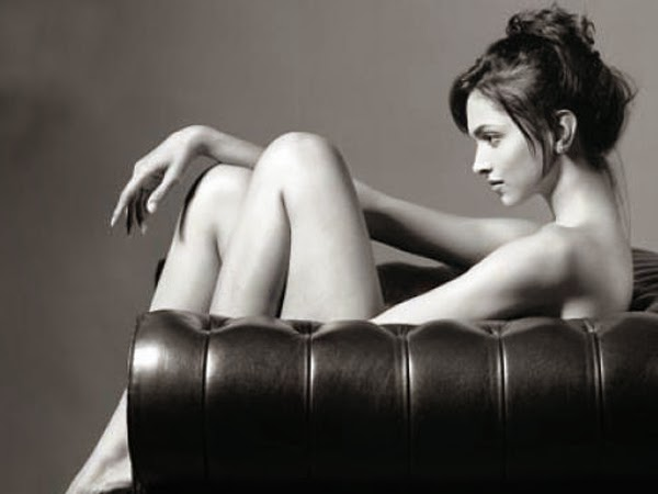 deepika padukone topless photo