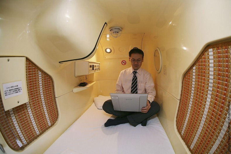 chill out capsule hotel in japan 6 pic. Black Bedroom Furniture Sets. Home Design Ideas