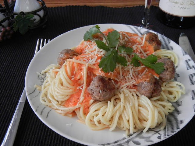 Spaghetti and Italian Sausage with Vodka Sauce - Will Cook For Smiles