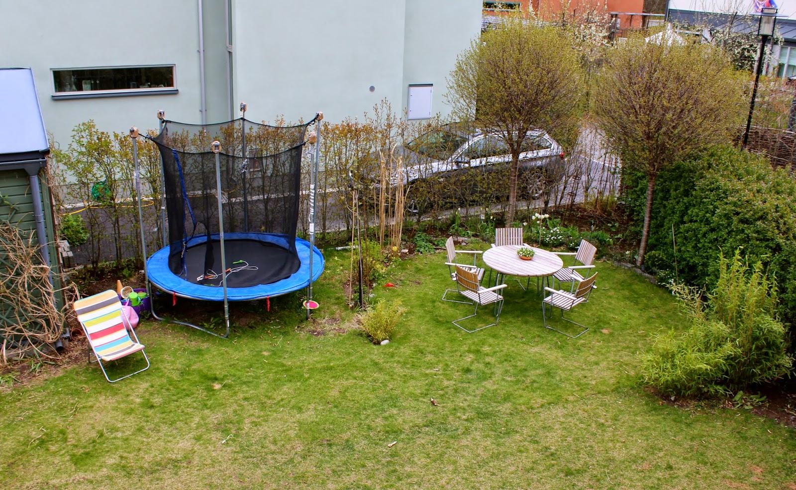 Lotta insideout: trädgårdsdesign   liten tomt i norrläge