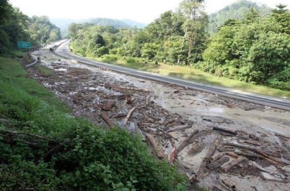 Pembalakan tidak terkawal punca kejadian tanah runtuh di Lebuhraya Karak?