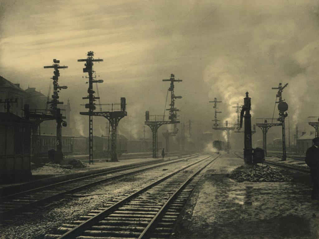 Le%CC%81onard+Misonne+-+Sortie+de+la+gare,+Namur,+1938+1448.jpg
