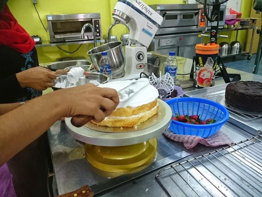 Gambar-gambar belajar kek di Kolej Komuniti Pasir Gudang, Johor