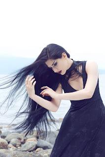 https://www.facebook.com/MahafsounArt/photos/pb.104685412951551.-2207520000.1451917701./919005388186212/?type=3&theater