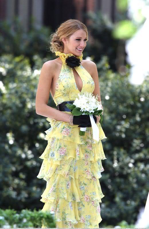 http://3.bp.blogspot.com/-cPXeIv5MlhE/ThJ_s-mKwlI/AAAAAAAAAjg/QYH4tW1Q7FA/s1600/blake-lively-ralph-lauren-yellow-floral-dress.jpg