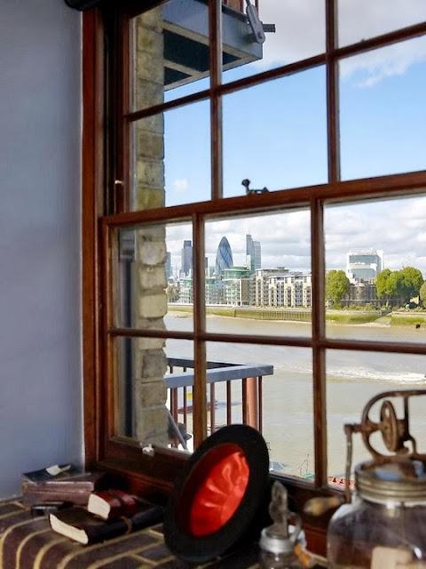 Okno loftu i piękny widok