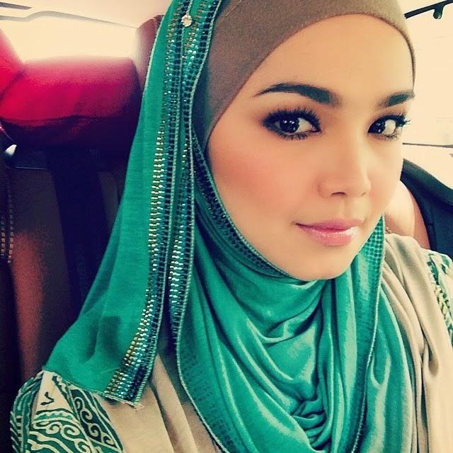 Panas 4 Gambar Fesyen Dato Siti Nurhaliza Yang Cukup VOGUE