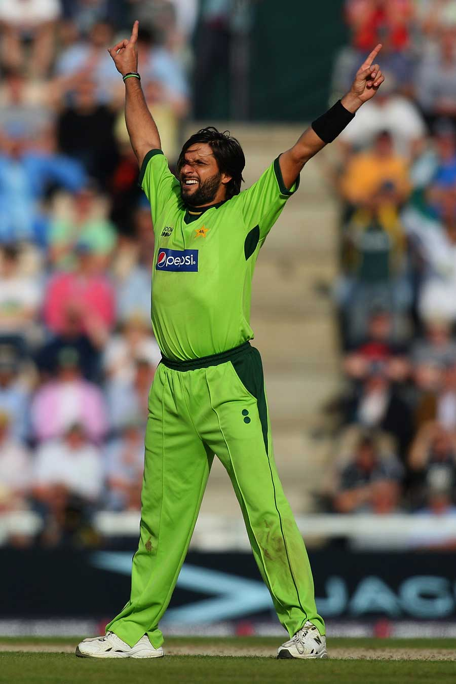 my favourite crickter shahid afridi Shahid afridi, born sahibzada mohammad shahid khan afridi on 1 march 1980)[2] is a pakistani cricketer he played 27 tests, 350 one day internationals, and 59 twenty20 internationals (t20is) for the pakistani national team between 1996 and 2012.