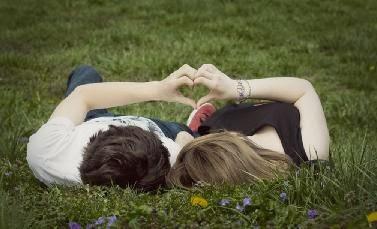 man woman love - كيف اعرف اذا كانت البنت تحبنى