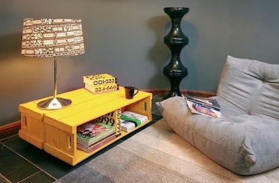 mesa auxiliar con cajas de fruta