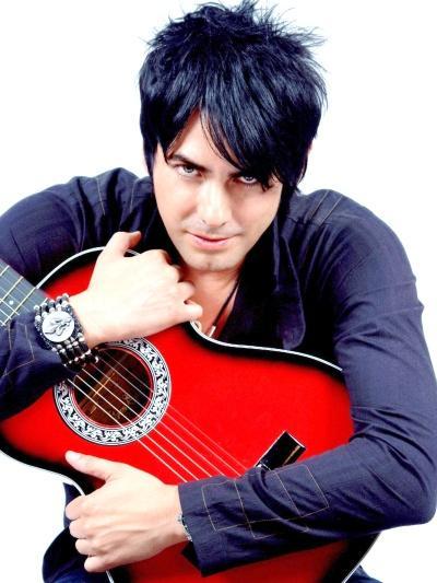 Foto de Beto Cuevas con su guitarra