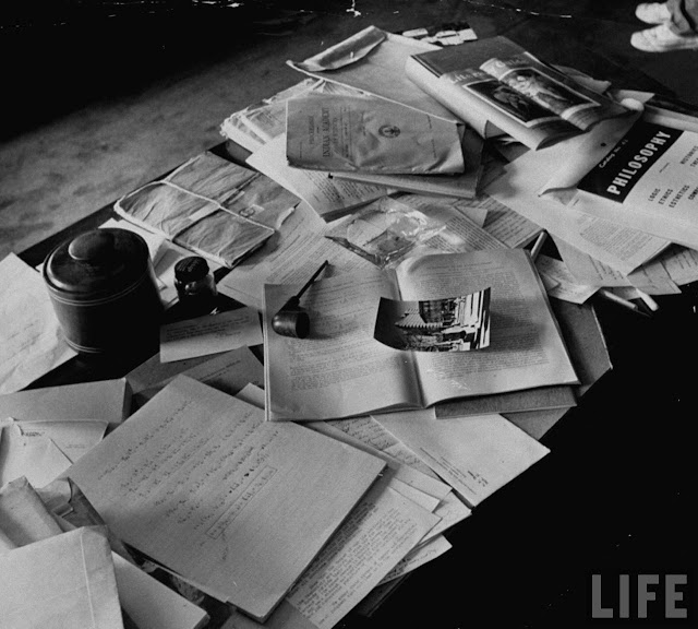 EINSTEIN'S+DESK+PHOTOGRAPHED+A+DAY+AFTER+HIS+DEATH.jpg (640×576)