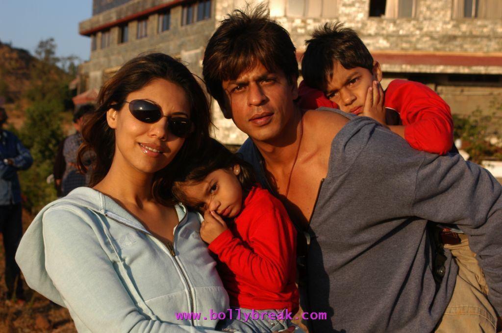 Shahrukh Khan with Kids & Wife - Shahrukh Khan with Kids & Wife