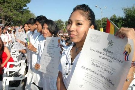 Médicos formados en Cuba se reunirán en Tarija