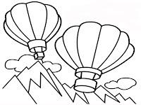 Gambar Balon Udara Terbang Melintas Diatas Pegunungan