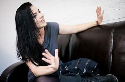 Evanescence >> Galería - Página 11 AMY+LEE+-+QUART+-+HUNGARY+-+EVROCKBRASIL+-