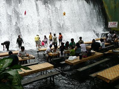 Restoran di Bawah Air Terjun