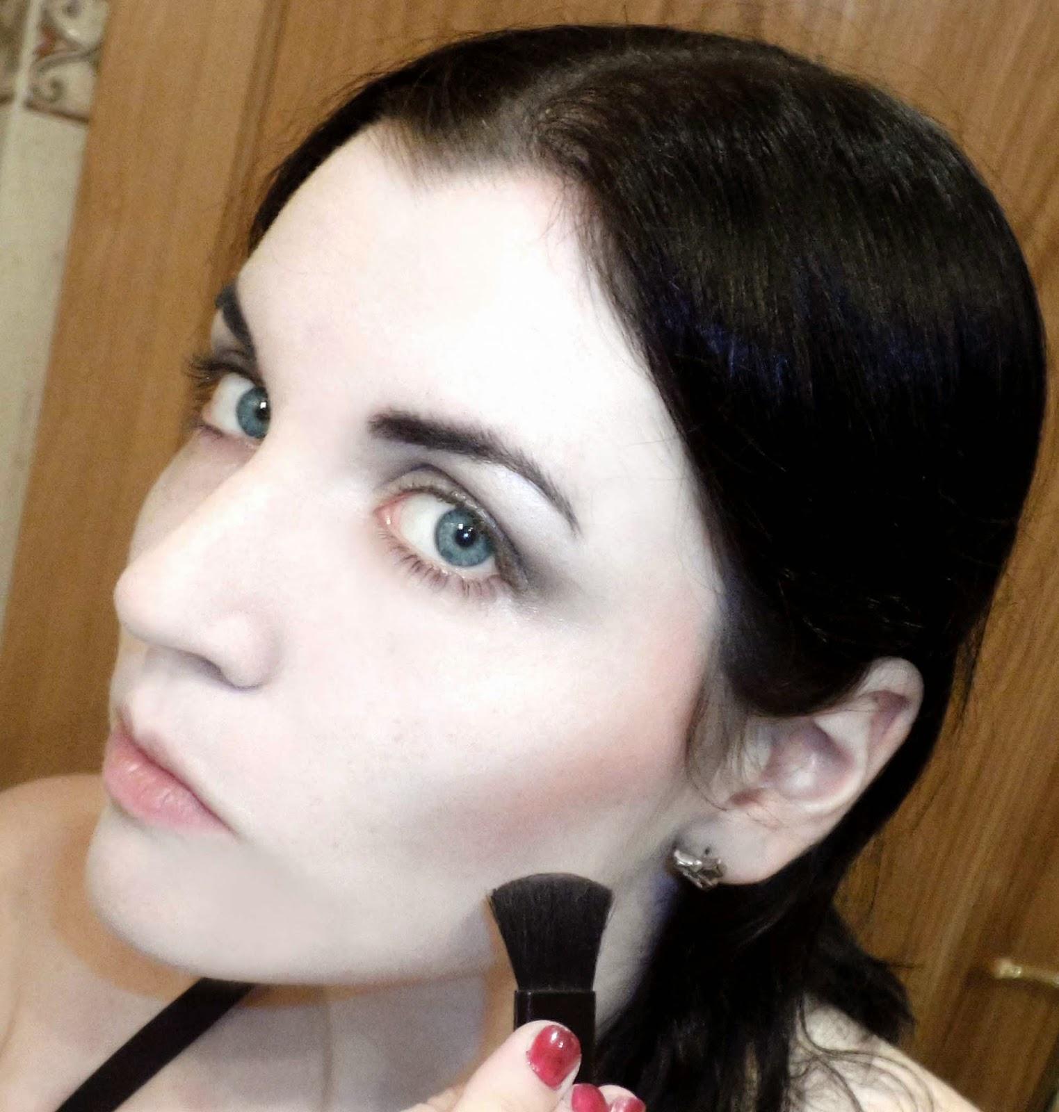 trucos de maquillaje para afinar el rostro