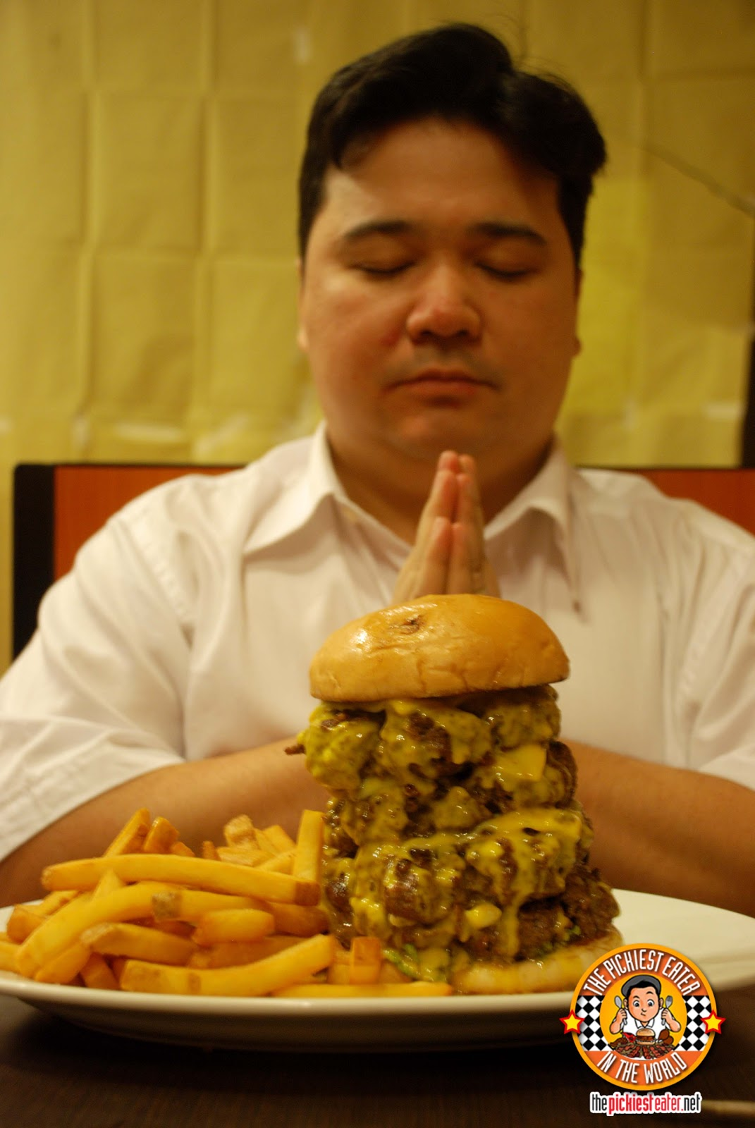 Worlds biggest burger man vs food