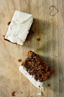 http://www.everydaycooking.pl/2012/02/ciasto-marchewkowe-na-miodzie-i-mace.html