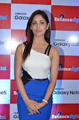 Yami Gautham at samsung note 5 launch-thumbnail-6