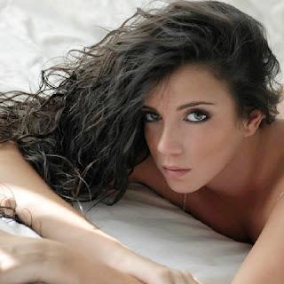 Mais uma ex namorada de jogador do Barcelona, a gata teve um relacionamento com Bartra, mas não deixou de fisgar Cristiano Ronaldo também