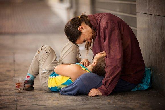Grecs obligés d'abandonner leurs enfants pourqu'ils puissent manger!.. Greece