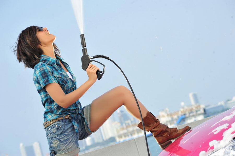 ... Devudu Chesina Manusulu movie latest new hot photos stills gallery Ileana Hot Wallpapers
