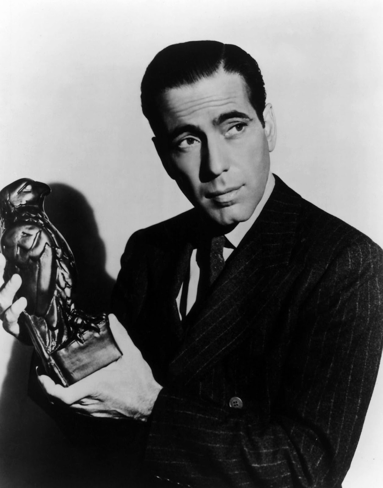 http://3.bp.blogspot.com/-cTUr3MB8kO0/USU_3i8C74I/AAAAAAAAPBU/HT1Gnxt4iFI/s1600/Annex-Bogart-Humphrey-Maltese-Falcon-The_01.jpg